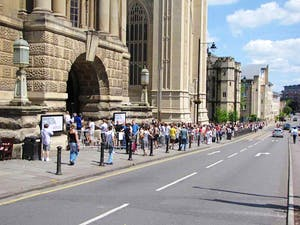 Queues outside Bristol City Museum and Art Gallery for Banksy's Summer Show, June 2009