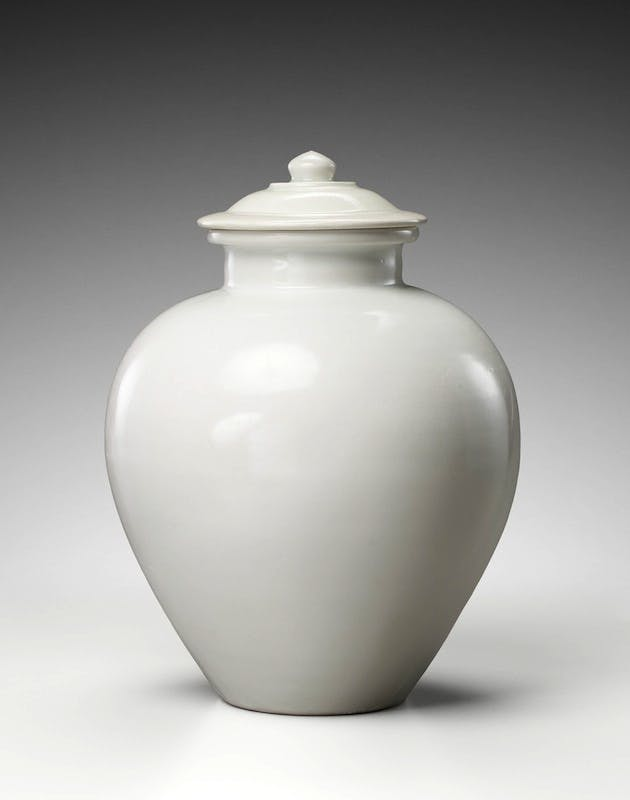 Jar and cover, c. 9th century, Tang dynasty (618–906). Gisèle Cröes. Photo: Studio Roger Asselberghs – Frédéric Dehaen
