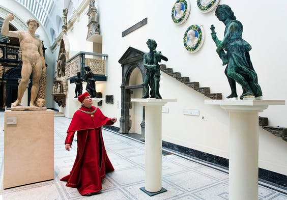 Wolsey Angels fundraising campaign, actor Paul Jesson as Cardinal Wolsey with reunited four bronze angels