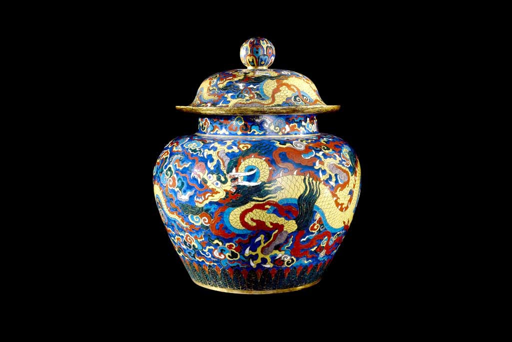 Cloisonné enamel jar and cover with dragons (1426–1435), Beijing