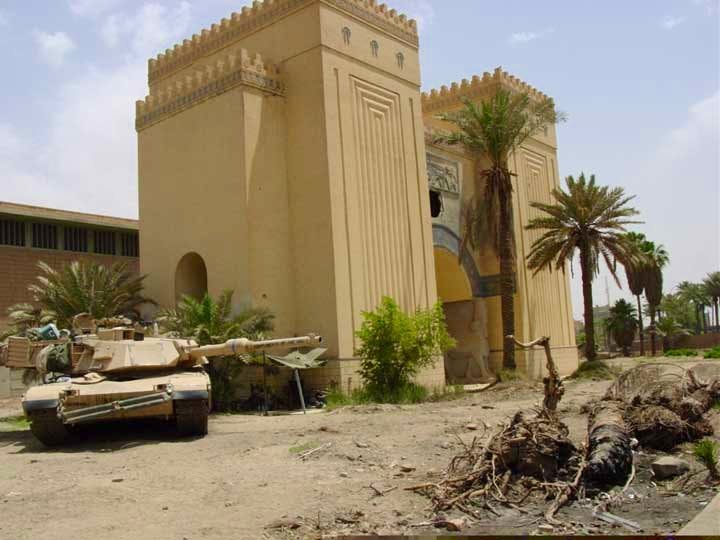 An American tank outside National Museum of Iraq in 2003 – a few days after the unprotected museum had already been looted.