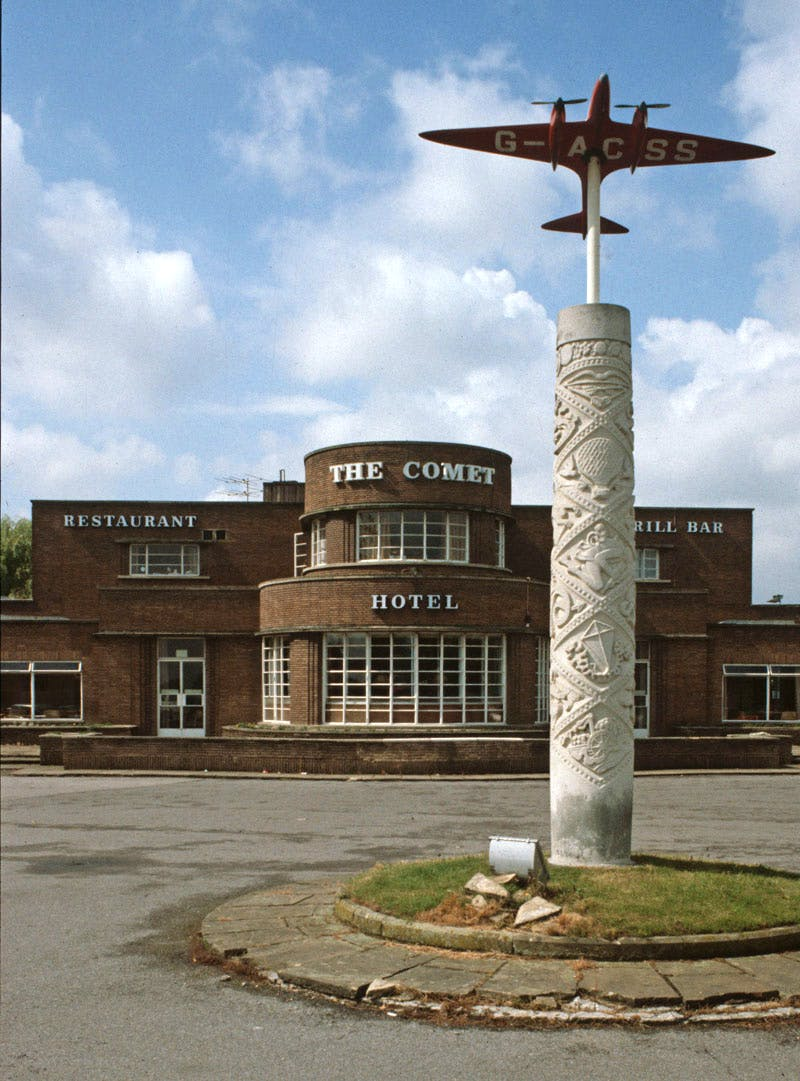 The Comet Inn at Hatfield, Herts, a 'roadhouse' designed by E.B. Musman in 1933 and photographed in 1983, prior to its conversion into a hotel.