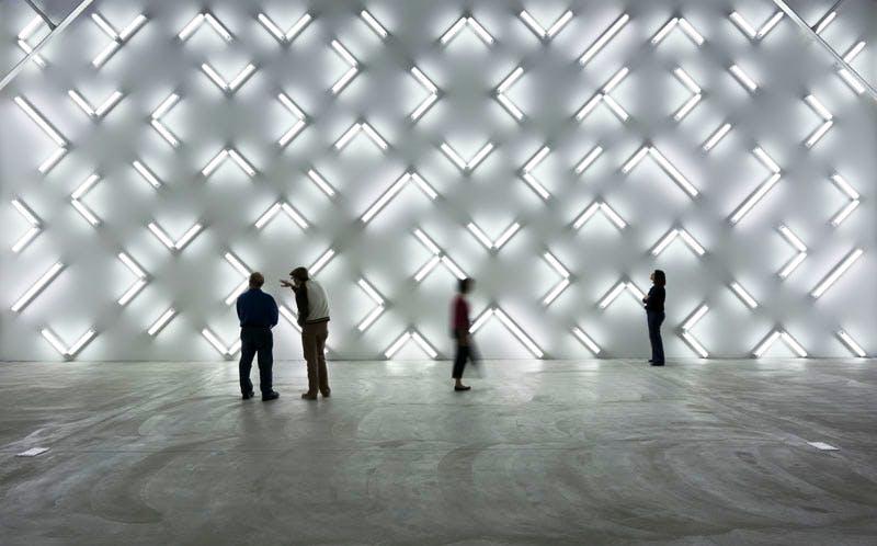 (2007), Robert Irwin (b.1928), 115 fluorescent lights, 6.9×15.7m (wall). Installation view at Museum of Contemporary Art, San Diego.