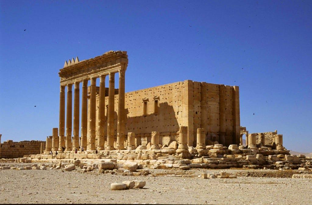 Apollo—-2004-09-06-SL-11-Palmyra-Bel-temple