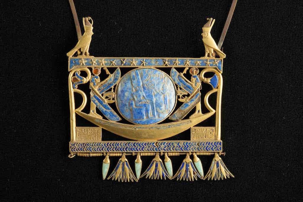 Pectoral in gold, lapis lazuli and glass paste, found in Tanis in the royal tomb of the Pharaoh Sheshonk II (~ 890 BC)
