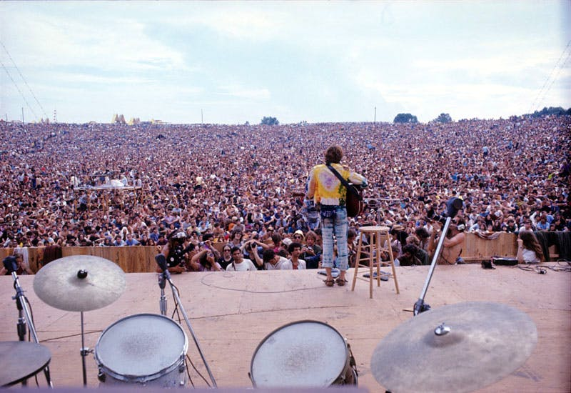John Sebastian performing at Woodstock (1969), Henry Diltz Corbis.
