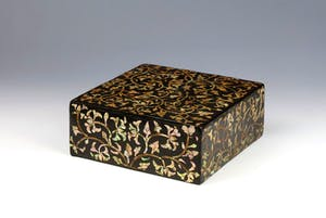 Lacquer box inlaid with mother of pearl (17th century) from London's HAN Collection
