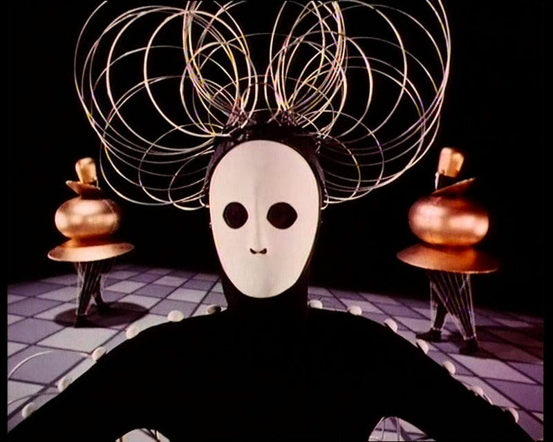 Das Triadische Ballett [Triadic Ballet] (1970), after Oskar Schlemmer. Produced by Bavaria Atelier for the Südfunk, Stuttgart, in collaboration with inter Nationes and RTB (Belgian Television). Director: Helmut Amann. Choreography and costume designs: Oskar Schlemmer (1922). Artistic advisors: Ludwig Grote, Xanti Schwinsky, and Tut Schlemmer. Courtesy Global Screen, Munich