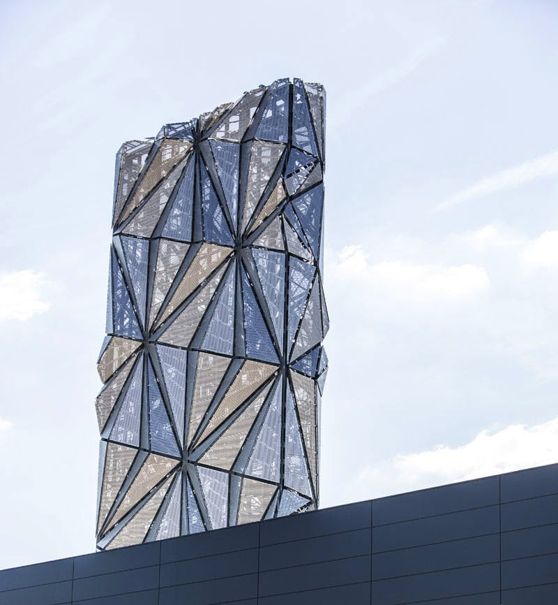 The Optic Cloak (2016), Conrad Shawcross. Photo: Marc Wilmot, courtesy of the Greenwich Peninsula