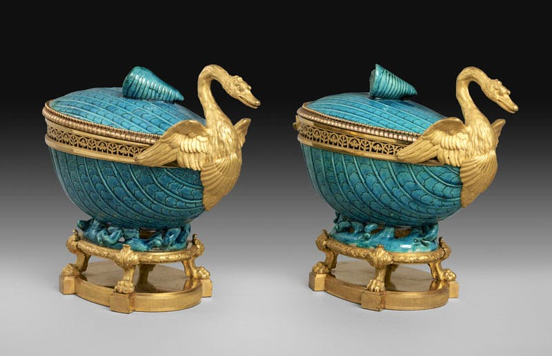 Two pot-pourri vases (c. 1770−75), gilt bronze by Pierre Gouthière, Chinese hard-paste porcelain, 18th century. Musée du Louvre, Paris; photo: RMN-Grand Palais / Art Resource, NY