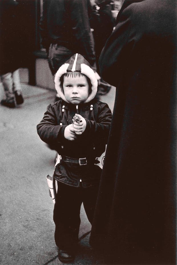 Kid in a hooded jacket aiming a gun, N.Y.C. 1957, Diane Arbus. Courtesy The Metropolitan Museum of Art, New York / copyright © The Estate of Diane Arbus, LLC