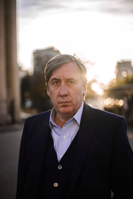 Andrew Graham-Dixon presents the BBC's 'The Art of France'. Photo: Jake Robinson. © BBC