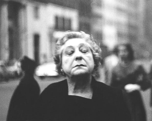 Woman on the street with her eyes closed, N.Y.C. 1956, Diane Arbus. Courtesy The Metropolitan Museum of Art, New York / copyright © The Estate of Diane Arbus, LLC.