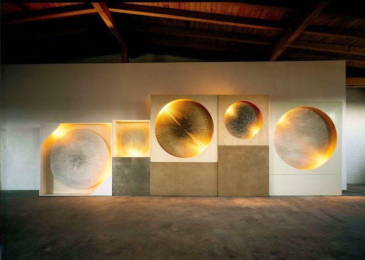 Fünf Lichtscheiben, Kosmische Vision (1961–81), Günther Uecker. Courtesy Archiv Uecker