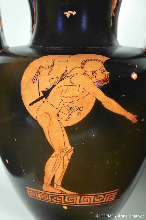 Detail of Red-figure Nolan amphora: A, Athlete (hoplitodromos); B, Draped man (c. 470 BC) Greek, Attic, attributed to the Berlin Painter. © C2RMF / Anne Chauvet.