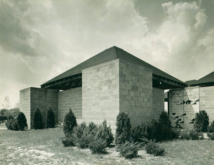 Jewish Community Center, Ewing Township (near Trenton), New Jersey, Louis Kahn, 1954–59, exterior view of the Bath House with a wall drawing at the entrance designed by Kahn. © Louis I. Kahn Collection, University of Pennsylvania and the Pennsylvania Historical and Museum Commission, photo: John Ebstel