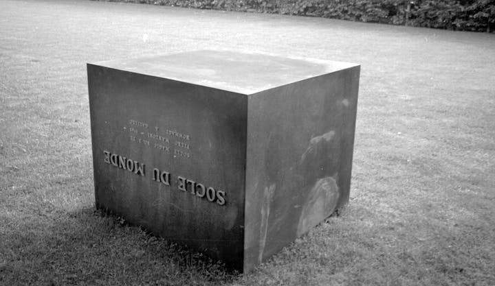 Socle du Monde (1961), Piero Manzoni. Photo: Ole Bagger, courtesy of HEART