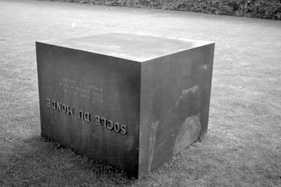 Socle du Monde (1961), Piero Manzoni. Photo: Ole Bagger. Courtesy of HEART