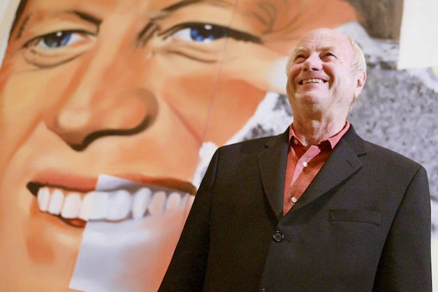James Rosenquist in front of his painting Elect President at the Guggenheim Bilbao, in May 2004. © RAFA RIVAS/AFP/Getty Images