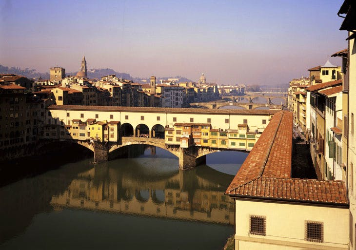 The Vasari Corridor runs across the Ponte Vecchio linking Palazzo Pitti with the Uffizi.
