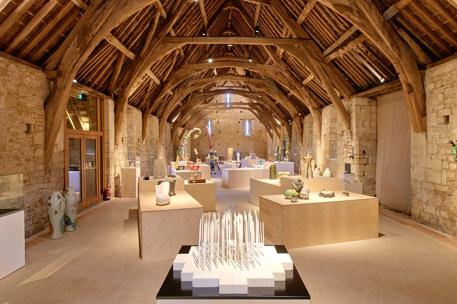 Messum's Wiltshire has opened a new exhibition dedicated to contemporary British ceramics. © Sylvain Deleu
