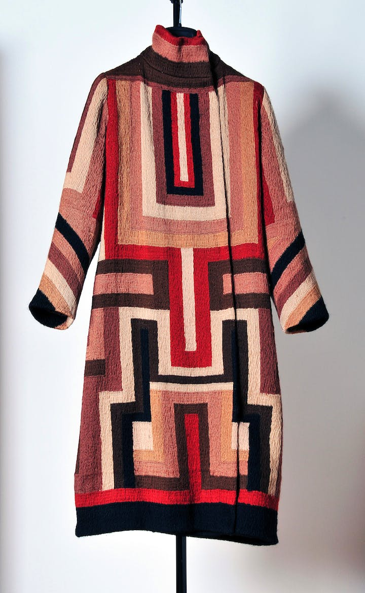 Coat for Gloria Swanson, produced by Sonia Delaunay c. 1925. Photo: Wolfgang Woessner. © Pracusa 2017633