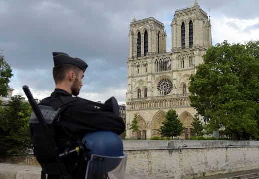 A French gendarme outsdie Notre-Dame cathedral in Paris on 6 June, 2017. Police shot and injured a man who attacked an officer with a hammer. Photo: BERTRAND GUAY/AFP/Getty Images