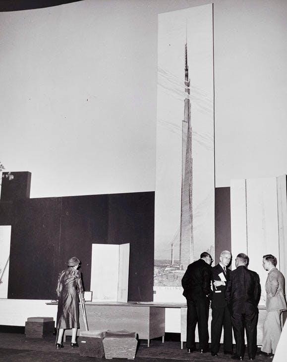 Unveiling the 22-foot-high (6.7-meter-high) visualization of The Mile-High Illinois at a press conference in Chicago (16 October, 1956). The Frank Lloyd Wright Foundation Archives (The Museum of Modern Art | Avery Architectural & Fine Arts Library, Columbia University, New York)