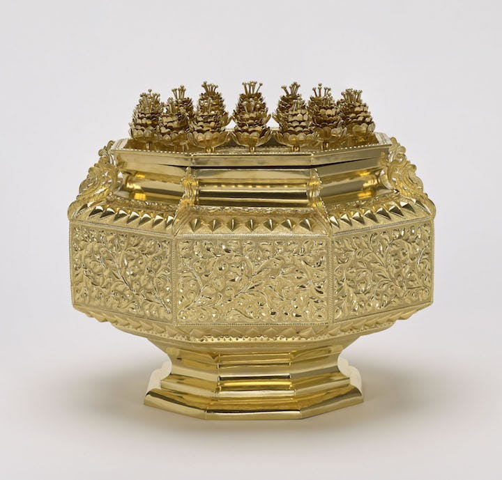 Gold octagonal box presented to Her Majesty The Queen by the Sultan and Yang DiPertuan of Brunei, Hassanal Bolkiah, during her State Visit to Brunei, 29 February 1972. Royal Collection Trust / © Her Majesty Queen Elizabeth II 2017