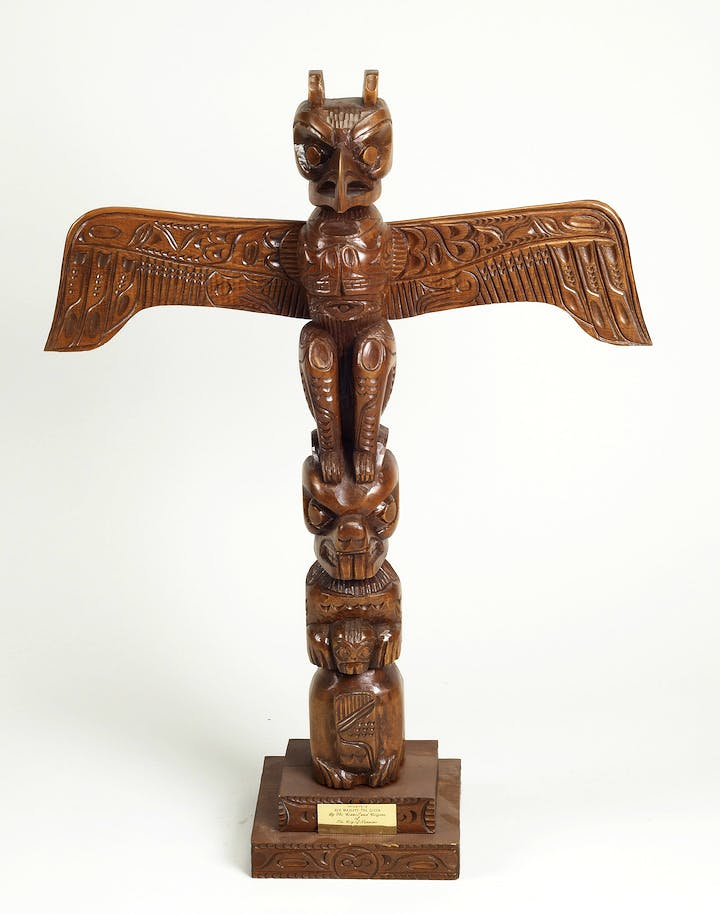 Carved totem pole presented to Her Majesty The Queen by Mayor Frank J. Ney of Nainaimo, British Columbia, during her official visit to Canada, 3-12 May 1971. Royal Collection Trust / © Her Majesty Queen Elizabeth II 2017