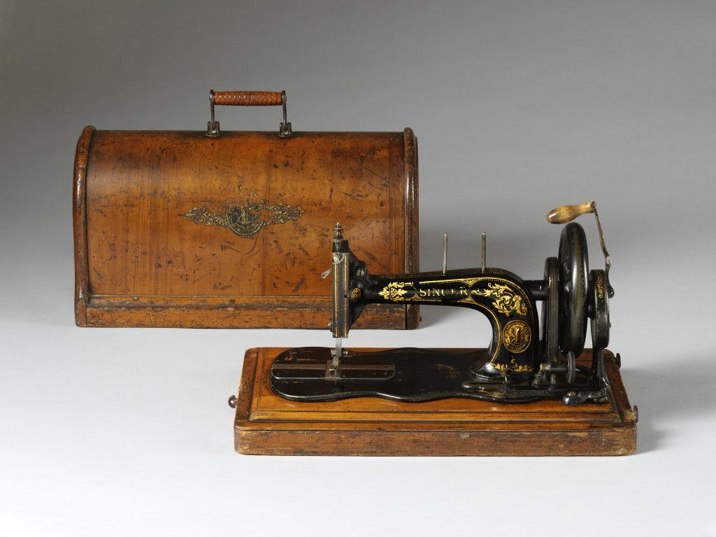 Singer sewing machine with plywood box (1888). Victoria and Albert Museum