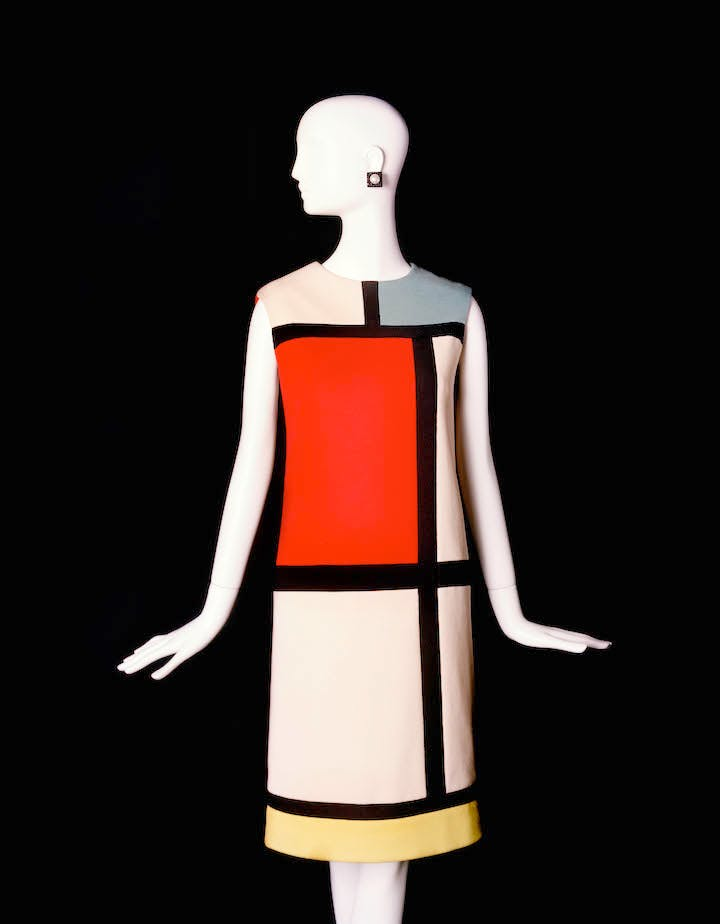 Hommage to Piet Mondrian, from the Autumn/Winter haute couture collection, 1965. © Fondation Pierre Bergé – Yves Saint Laurent, Paris / Alexandre Guirkinger