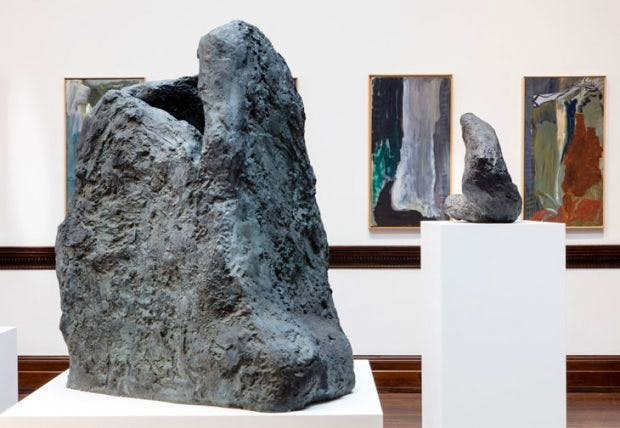 Installation view showing (in the foreground) Kopf-Kopft (Head-Head) (1986), Courtesy Michael Werner Gallery, London
