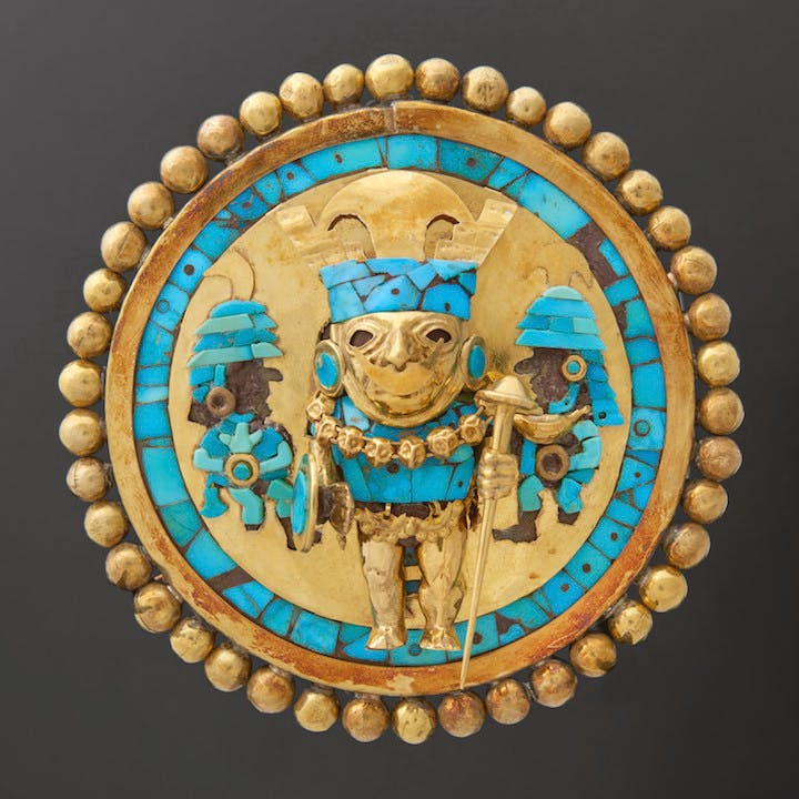 Earspool depicting a Warrior, around 640–680 AD. Courtesy of Museo Tumbas Reales de Sipán, Ministerio de Cultura del Perú, Photo: Juan Pablo Murrugarra Villanueva