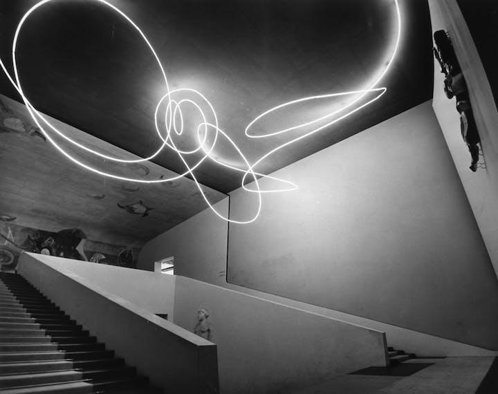 Struttura al neon per la IX Triennale di Milano (1951), Lucio Fontana. © Fondazione Lucio Fontana, Milan
