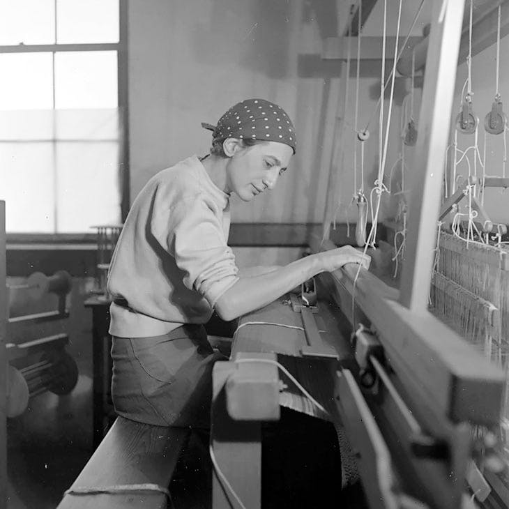 Anni Albers in her studio at the Black Mountain College, 1937. Photo: Helen M. Post © The Josef and Anni Albers Foundation, VEGAP, Bilbao, 2017