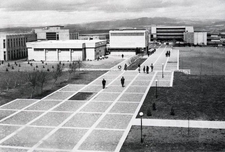 METU pedestrian walkway, faculties of Architecture and Administrative Sciences in the background. SALT Research, Altuğ-Behruz Çinici Archive