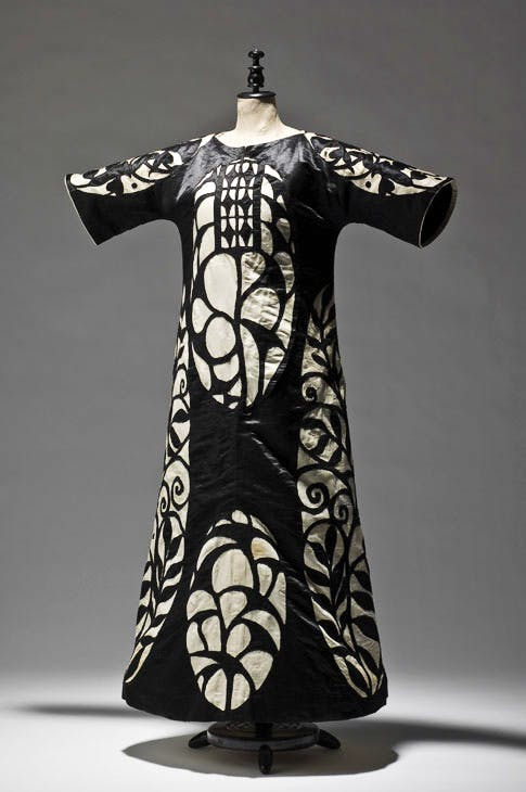 Ball dress, 1904, designed by Josef Hoffmann, execution: Wiener Werkstätte. Photo: © MAK/Georg Mayer