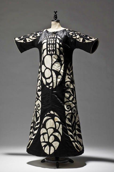 Ball dress, 1904, designed by Josef Hoffmann, execution: Wiener Werkstätte. Photo: © MAK/Georg Mayer