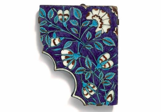 Iznik pottery tile spandrel fragment (c. 1560–80), Turkey. Sotheby's London, £7,000–10,000. © Sotheby's
