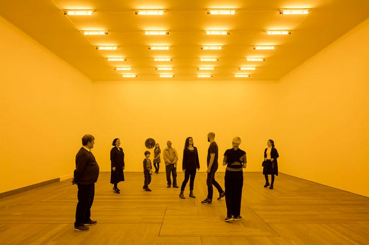 Room for one colour (1997), Olafur Eliasson. Installation view at Moderna Museet, Stockholm, 2015. Courtesy of the artist; Tanya Bonakdar Gallery, New York; neugerriemschneider, Berlin. © Olafur Eliasson. Photo: Anders Sune Berg