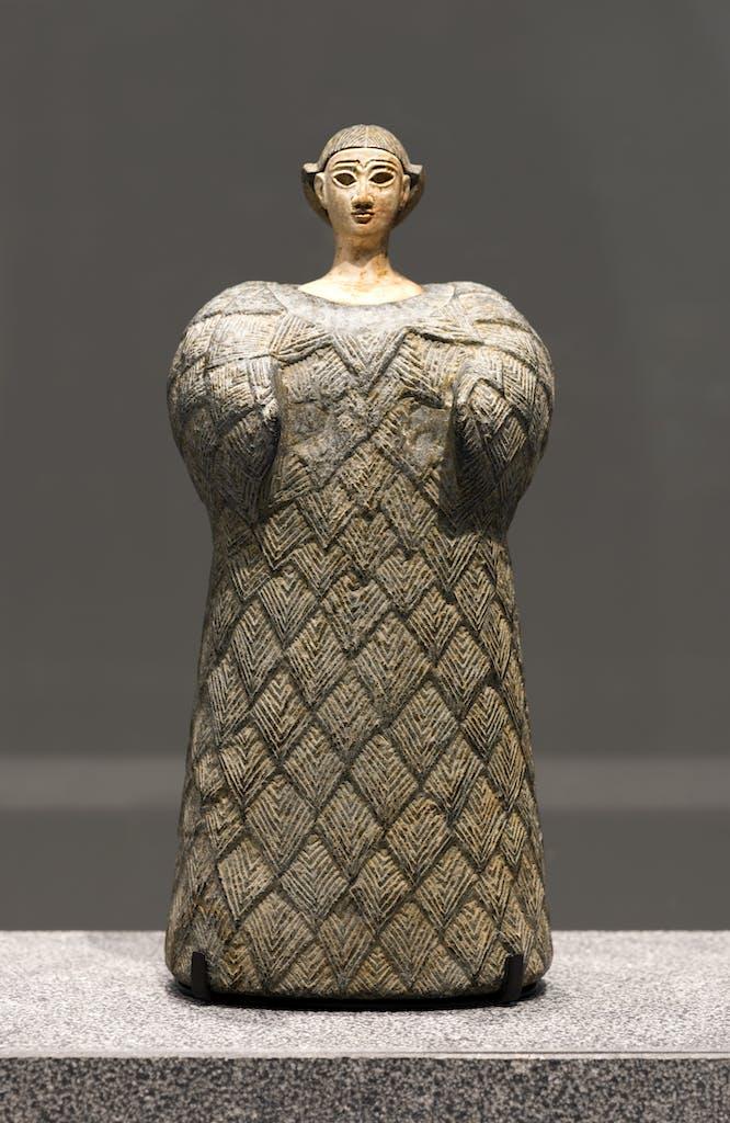 Bactrian 'princess', (2,300–1,700 BC), Louvre Abu Dhabi, photo: Thierry Ollivier; © Louvre Abu Dhabi