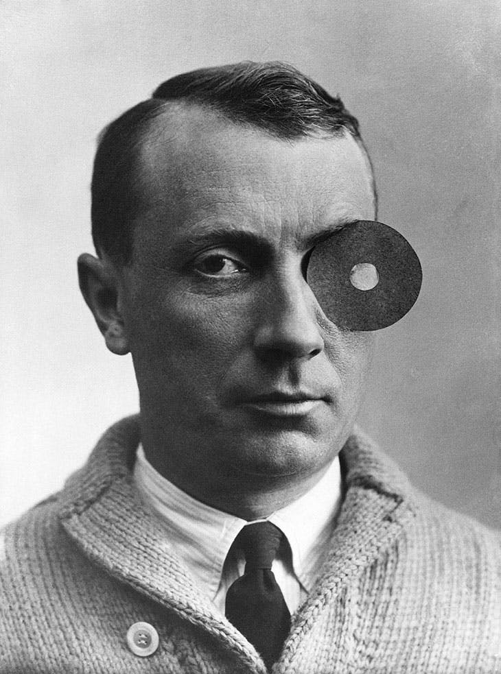 Arp with Navel-Monocle (1926)