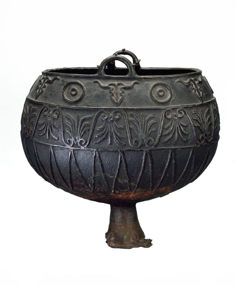 Cauldron with loop handle and Greek decoration, (375–325 BC), Dnieper river region, northern Black Sea, State Hermitage Museum, Petersburg, photo: © V. Terebenin; © State Hermitage Museum