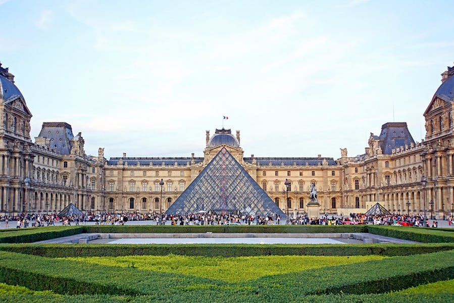The Louvre. Photo: Dennis Jarvis/Wikimedia Commons