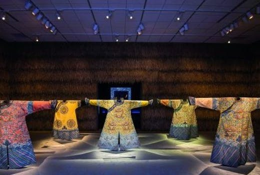 Installation view, 'Power and Beauty in China's Last Dynasty: Concept and Design by Robert Wilson' at the Minneapolis Institute of Art, 2018, Courtesy the Minneapolis Institute of Art