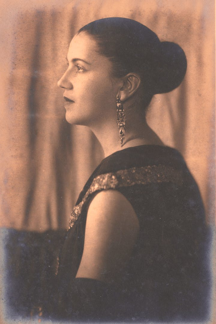 Portrait of Tarsila do Amaral in profile, mid-1920s. Pedro Corrêa do Lago Collection, São Paulo