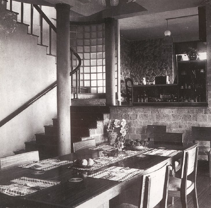 The dining room of the Karunaratne House, looking up to the study at intermediate level (photo: early 1950s)