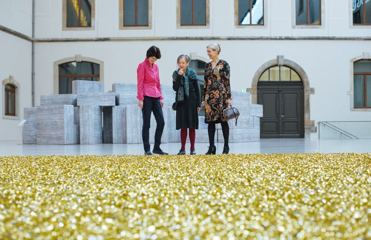 Eva-Maria Stange, Erika Hoffmann and Marion Ackermann with Untitled by Félix González-Torres