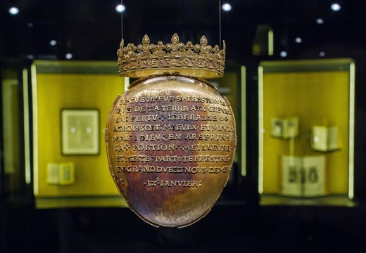 Gold reliquary of Anne of Brittany's heart.